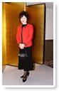 赤いジャケットが目を引く大人のスタイル-生徒洋裁作品